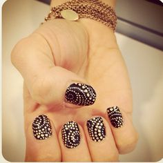 black and white swirl dot mosaic nail