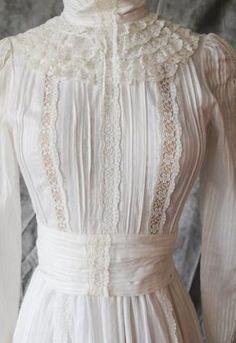 Laura Ashley Edwardian Wedding Style Dress from 1983 Rare Collectors' Item Vestidos Vintage, Vintage Gowns, Mode Vintage, Vintage Outfits, Old Dresses, Pretty Dresses, Edwardian Fashion, Vintage Fashion, Laura Ashley Fashion