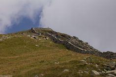 In der Natur unterwegs: Auf der Mauer zum Gipfel - Und das ist die Mauer - #ExpeditionLocarnese