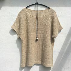 Ravelry: Listen no 2 pattern par Lone Kjeldsen gilet femme Summer Knitting, Free Knitting, Knitting Patterns, Ravelry, Different Dress Styles, Casual Hijab Outfit, Fashion Sewing, Diy Clothing, Knitwear