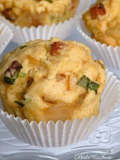 Muffinki na śmietanie z boczkiem, cebulą i szczypiorkem