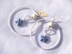 Orecchini a cerchio con perle e stelle marine realizzati a mano in porcellana…