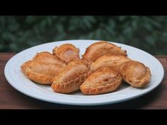 How to make empanadas dough for baking. Easy recipe with step-by-step photos and video for homemade empanada dough. Baked Empanadas, Mexican Dishes, Mexican Food Recipes, Dessert Recipes, Ethnic Recipes, Easy Baking Recipes, Cooking Recipes, Yummy Recipes, Gastronomia