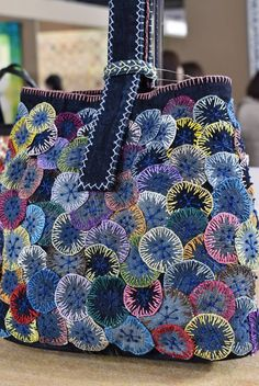 Patchwork Bags, Quilted Bag, Patchwork Designs, Crazy Patchwork, Bag Patterns To Sew, Sewing Patterns, Denim Bag Patterns, Bag Pattern Free, Fabric Crafts