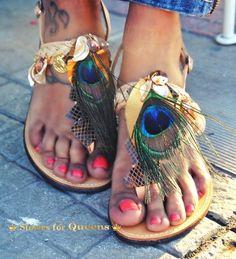 Χειροποίητα σανδάλια από γνήσιο δέρμα στολισμένα με κοχύλια, δέρμα, preciosa κρύσταλλο, φτερά παγονιού (οικολογικά) και φλουριά.  http://handmadecollectionqueens.com/Γυναικεια-σανδαλια-με-φτερα-παγονιου  #handmade #fashion #women #sandals #summer #footwear #storiesforqueens