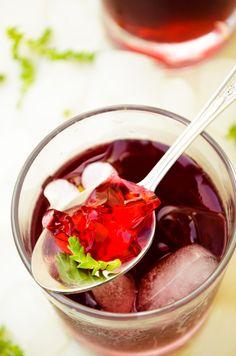 Gelatina de Vino Tinto con Fresas.
