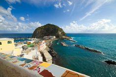 Un article sur #Ischia pour nos fans français.   Reconnaissez-vous cet endroit?  Bonne lecture et bon #weekend :)
