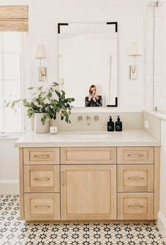...simple design/vanity/tile/backsplash