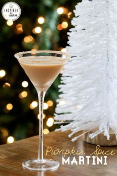 Pumpkin Spice Martini - an insanely delicious holiday cocktail. #12days72ideas #IBCholiday
