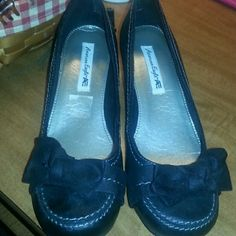 Black shoes with bow Black shoes with white trim and black bow. Tiny wedge heal that is great for those who do not like very high heals/wedges. Only worn once and are in very good condition. American Eagle by Payless Shoes