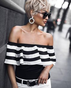 Fashion Look 2017 Stripes Fashion, White Fashion, Look Fashion, Short Curly Hair, Short Hair Cuts, Curly Hair Styles, Denim Editorial, Micah Gianelli, Look 2017