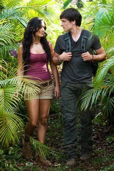 These two hit it off after appearing alongside each other in Journey The Mysterious Island. They spent an awful lot of time together and were basically in a relationship without the label. See more on-screen couples who took their romance off-screen here! Dwayne Johnson Movies, Estilo Vanessa Hudgens, Luis Guzman, Vanessa Ray, The Mysterious Island, Journey 2, Hawaii Outfits, Short Models, Movie Couples