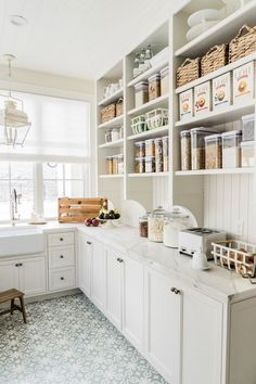 Home Decor Kitchen Pantry Reveal. - Pink Peonies by Rach Parcell Decor Kitchen Pantry Reveal. - Pink Peonies by Rach Parcell Modern Farmhouse Kitchens, Farmhouse Kitchen Decor, Home Kitchens, Farmhouse Sinks, Dream Kitchens, Country Kitchen, Fresh Farmhouse, Kitchen Pantry Design, New Kitchen
