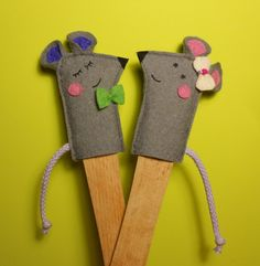 finger puppets Animal Hand Puppets, Felt Finger Puppets, Puppet Crafts, Felt Crafts, Finger Puppet Patterns, Mouse Crafts, Puppet Making, Felt Mouse, Felt Decorations