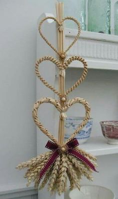 Something Corny News July 2016 The latest news from Something Corny Christmas Decorations For The Home, Harvest Decorations, Straw Weaving, Basket Weaving, Straw Crafts, Fun Crafts, Wheat Wedding, Corn Dolly, Swedish Decor