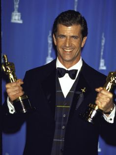 Mel Gibson in the backstage Press Room with his Oscars for 'Braveheart' - Best Director and Best Picture, in Oscar Best Picture, Best Picture Winners, Academy Award Winners, Oscar Winners, Academy Awards, Best Director, Film Director, Mel Gibson Young, Oscars