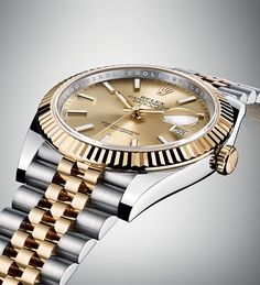 The iconic five-piece link Jubilee bracelet of this Rolex Datejust 41 was designed specifically for the Datejust when it was first launched in 1945.