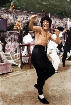 I have no interest in how Bruce Lee died! However, i have a deep appreciation of what he gave to the world! Martial Arts Movies, Martial Artists, Bruce Lee Martial Arts, Jeet Kune Do, Bruce Lee Photos, Ju Jitsu, Brandon Lee, Enter The Dragon, Sharon Tate