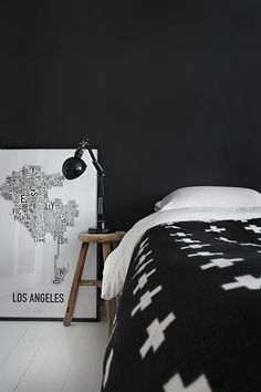 Black walls in the bedroom. One Bedroom, Bedroom Decor, White Bedroom, Monochrome Bedroom, Design Bedroom, Bedroom Wall, Black And White Interior, Black White, Decoration Inspiration
