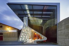 In celebration of its anniversary, R. López de Heredia, a venerable winery based in Spain's Rioja region, hired Pritzker Prize winner Zaha Hadid to design a pavilion to house a shop and tasting room. - The Best Vineyard Designed by Starchitects Photos Zaha Hadid, Architecture Details, Interior Architecture, Board Formed Concrete, Portugal, Wine Tasting Room, Glass Museum, Property Design, Graphic Wallpaper