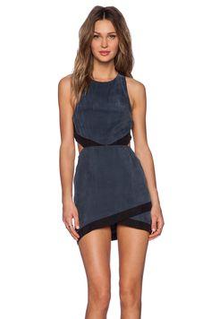 NBD Shades of Cool Dress en Charcoal | REVOLVE