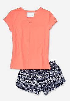 Find the latest in colorful and comfy sleepwear sets for girls at Justice! Shop cute pajamas in tons of fun prints and designs to match her individual style with our collection of sleepwear tops, bottoms, onesies and more. Cute Pajama Sets, Cute Pjs, Cute Pajamas, Girls Pajamas, Cute Summer Outfits, Cool Outfits, Tween Fashion, Fashion Outfits, Justice Clothing