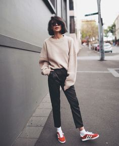 Style inspiration by Inspocafe - Simple + Beyond Fall Outfits 2018, Mom Outfits, Fashion Outfits, Style Fashion, Fashion Ideas, Womens Fashion, Short Hair Cuts, Short Hair Styles, Capsule Wardrobe Mom