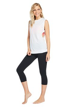 Hit the beach and the boardwalk in a versatile set, featuring a cutout tank, medium-support bra, and compression capris. | Rift Outfit - Fabletics