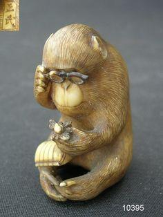 Monkey examining Netsuke