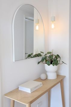 House call: Visit the plant-filled, Scandi inspired home of Haus of Cruze – VAUCLUSE APARTMENT – einrichtungsideen wohnzimmer Scandi Bedroom, Scandi Home, Scandi Style, Scandi Living Room, Modern Scandinavian Interior, Scandinavian Style Home, Rustic Bedrooms, Scandinavian Kitchen, Living Rooms