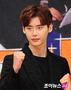 leejongsuk Undercut Men, Undercut Hairstyles, Jung Suk, Lee Jong Suk, Korean Male Models, Korean Men Hairstyle, Low Maintenance Haircut, Mens Perm, Kpop Hair