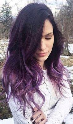 cabello con puntas violetas
