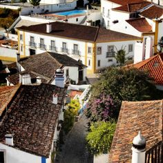 View from the village wall to the hotel . Vista para o hotel da muralha da vila #hotelrealdobidos #obidos #portugal #tourism #hotel #fourstars #hollidays #boutiquehotel #relax #placetovisit #destination #happytime #sogood #perfectfortwo #romantic #bomdia #goodmorning #vacations #ferias #romanticdestination #charme #oestealive #portugal_de_sonho #portugalalive #placetovisit