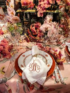 First Look at the NYBG Orchid Dinner 2018 - Quintessence Fall Table Settings, Place Settings, Setting Table, Colorful Birthday Party, Elegant Dining, Easter Crafts For Kids, China Patterns, French Decor, Dinner Table