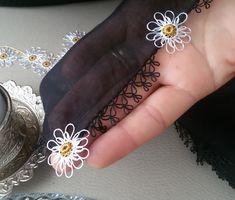 Kulak Çöpünden İğne Oyası Papatya Modeli Daisy, Hand Embroidery, Knitting Patterns, Creative, Earrings, Jewelry, Decoration, Tatting Lace, Embroidered Lace