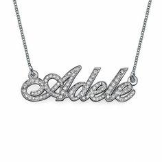 Collar de Oro Blanco de 14K y Diamantes con nombre modelo Maya. Collar de Oro Blanco de 14K y Diamantes personalizado con el nombre hecho con un estilo de letras dulce y elegante. (Ref.29006-01)