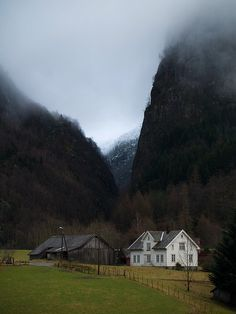 Mountain Valley, Stropa, Norway photo via suzann