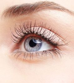 Top 10 Naturally Ways To Make Your Eyelashes Grow - #eyelashes #MakeUp