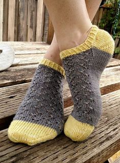 Baby Knitting Patterns Lace Ravelry: Knitted ankle socks with lace pattern by DROPS design Lace Socks, Crochet Socks, Knitted Slippers, Knit Or Crochet, Ankle Socks, Knit Socks, Knitted Socks Free Pattern, Ravelry Crochet, Lace Cuffs