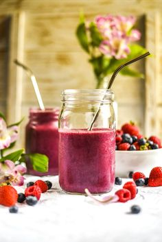 Energizing Ginger Berry Maca Smoothie (Vegan+GF) – Sincerely Tori Fast Healthy Meals, Easy Healthy Recipes, Whole Food Recipes, Healthy Snacks, Eating Healthy, Easy Smoothies, Smoothie Recipes, Vegan Smoothies, Smoothie Bowl