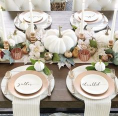 These Thanksgiving decor ideas are great for the approaching holiday to get you in the spirit. Check out these decor ideas for this thanksgiving! ideas thanksgiving Thanksgiving Decor Ideas For The Upcoming Holiday Season Thanksgiving Diy, Thanksgiving Table Settings, Thanksgiving Centerpieces, Holiday Tables, Fall Table Settings, Holiday Decorations Thanksgiving, Thanksgiving Wallpaper, Thanksgiving Dinner Tables, Decorating For Thanksgiving