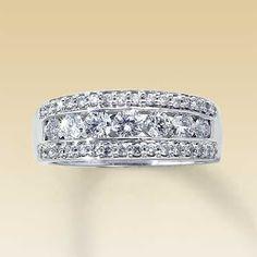 love this anniversary ring!