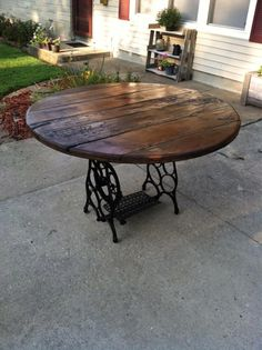 Beautiful handmade cherry wood placed on a base from a singer sewing machine. This is a must have for anyone with rustic or primitave decor! This would be neat like a smaller table in home. Refurbished Furniture, Repurposed Furniture, Furniture Makeover, Painted Furniture, Sewing Machine Tables, Antique Sewing Machines, Sewing Tables, Furniture Projects, Wood Projects