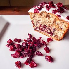 Cranberry & Walnut Cake - Easy cake recipe with cranberries and walnut. This is very easy to make and is very tasty ;) http://amateurchef.co.uk