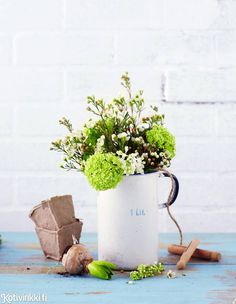 Puutarha sisälle   Kotivinkki Planting Flowers, Planter Pots, Anna, Decoration, Decor, Decorations, Decorating, Dekoration, Ornament