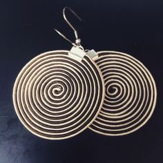 Stch6 Cercles fous - soutache earrings. Made with glue, not with the needle :-)