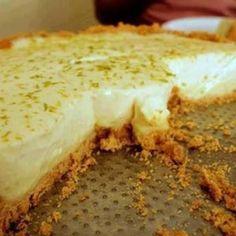 Receita de Torta de Limão Fácil - 1 pacote de biscoito maisena, 3 unidades de limão, 2 colheres (sopa) de margarina, 1 lata de leite condensado