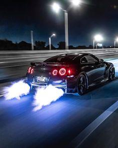Nissan GT-R Besitzer insta Z_litwhips Skyline Gtr R35, Nissan Skyline Gt, Nissan Gtr Nismo, Luxury Sports Cars, Sport Cars, Corolla Toyota, Carros Lamborghini, Hyundai I20, Street Racing Cars