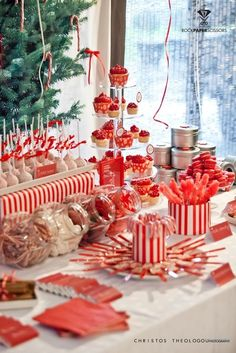 has some information on various unique Christmas party ideas to make your holiday get together a success. Christmas Candy Bar, Christmas Treats, All Things Christmas, Christmas Holidays, Merry Christmas, Christmas Decorations, Elegant Christmas Desserts, White Christmas, Table Decorations