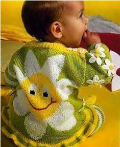 Patrón de traje para bebé tejido con dos agujas motivo flores